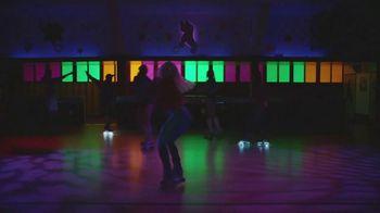 Google Pixel 3a TV Spot, 'Pista de patinaje' canción de Donna Summer [Spanish]