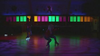 Google Pixel 3a TV Spot, 'Pista de patinaje' canción de Donna Summer [Spanish] - Thumbnail 2