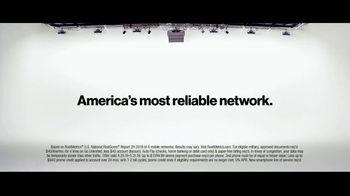 Verizon TV Spot, 'Why Elaine Chose Verizon: Military Offer' - Thumbnail 7