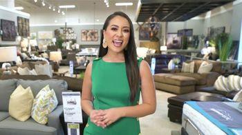 Ashley HomeStore Memorial Day Sale TV Spot, 'Sofá Belcampo' [Spanish] - Thumbnail 1