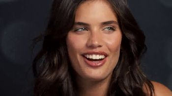 Victoria's Secret TV Spot, '2018 Holidays: Favorite Time of the Year' - Thumbnail 2