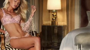 Victoria's Secret TV Spot, '2018 Holidays: Favorite Time of the Year' - Thumbnail 6