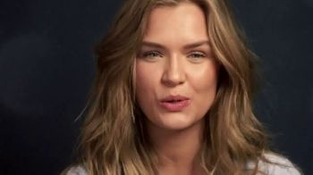 Victoria's Secret TV Spot, '2018 Holidays: Favorite Time of the Year' - Thumbnail 8