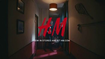 H&M TV Spot,  'Hotel Mauritz: Episode 4' Featuring Aubrey Plaza - Thumbnail 10