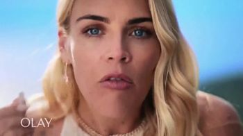 Olay Regenerist Whip SPF 25 TV Spot, 'Busy Phillips and Her SPF' - Thumbnail 3