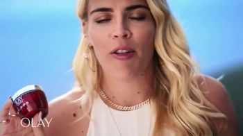 Olay Regenerist Whip SPF 25 TV Spot, 'Busy Phillips and Her SPF' - Thumbnail 9