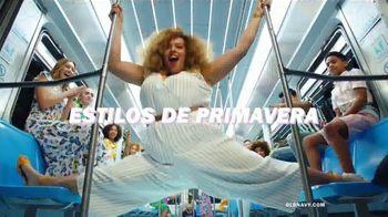 Old Navy TV Spot, 'Indetenibles estilos de primavera: 40 por ciento de descuento' [Spanish] - Thumbnail 3