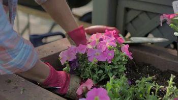 Lowe's TV Spot, 'Spring: Fertilizers' - Thumbnail 5