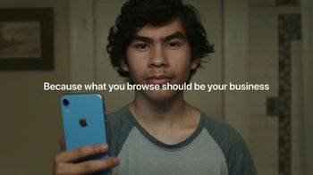 Apple iPhone TV Spot, 'Privacy: The Answer' Song by Bo Diddley - Thumbnail 8