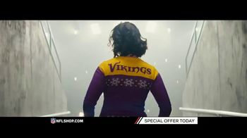 NFL Shop TV Spot, 'Holidays: Lighted Sweaters' - Thumbnail 6