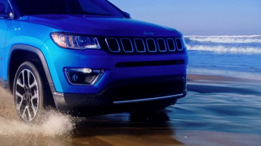 Christmas Jeep.Jeep Black Friday Sales Event Tv Commercial Colorful Christmas Song By One Republic T2 Video