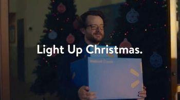 Walmart TV Spot, 'Last-Minute Shoppers' Song by the Bee Gees - Thumbnail 9