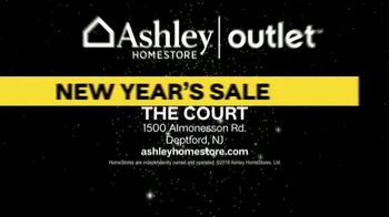 Ashley HomeStore Outlet New Year's Sale TV Spot, 'White Glove Delivery' - Thumbnail 10