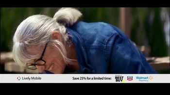 GreatCall Lively Mobile TV Spot, 'Mom Volunteers: 25 Percent Off' - Thumbnail 1