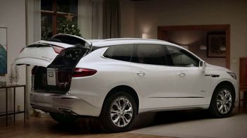 2019 Buick Enclave TV Spot, 'Holiday Shopping Tips: Tailgate' Song by Matt and Kim [T2] - Thumbnail 4