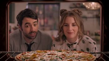 Papa Murphy's Large Gourmet Delite Chicken Bacon Artichoke Pizza TV Spot, 'Going Out' - Thumbnail 3