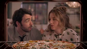 Papa Murphy's Large Gourmet Delite Chicken Bacon Artichoke Pizza TV Spot, 'Going Out' - Thumbnail 4