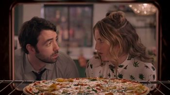 Papa Murphy's Large Gourmet Delite Chicken Bacon Artichoke Pizza TV Spot, 'Going Out' - Thumbnail 5