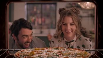 Papa Murphy's Large Gourmet Delite Chicken Bacon Artichoke Pizza TV Spot, 'Going Out' - Thumbnail 6