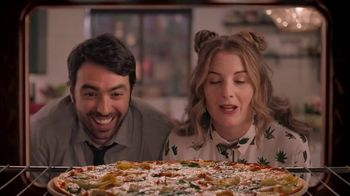 Papa Murphy's Large Gourmet Delite Chicken Bacon Artichoke Pizza TV Spot, 'Going Out' - Thumbnail 7