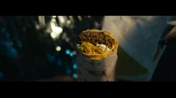 Taco Bell $5 Chalupa Cravings Box TV Spot, 'Box of Wonders' - Thumbnail 4