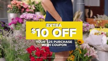 JCPenney Spring Collection TV Spot, '$10 Coupon' - Thumbnail 8