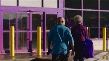 Planet Fitness Black Card TV Spot, 'Traiga un amigo' [Spanish] - Thumbnail 1