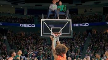 GEICO TV Spot, '2019 March Madness: Best Seats in the House' - Thumbnail 9