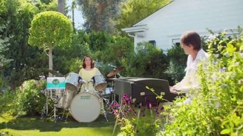Seventh Generation Recycled Bath Tissue TV Spot, 'Trees and B's' Featuring Maya Rudolph - Thumbnail 8
