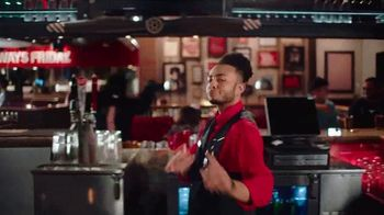 TGI Friday's Sizzling Entrées TV Spot, 'Dance' - Thumbnail 4