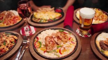 TGI Friday's Sizzling Entrées TV Spot, 'Dance' - Thumbnail 6