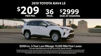 2019 Toyota RAV4 TV Spot, 'Redefined Compact SUV' [T2] - Thumbnail 8
