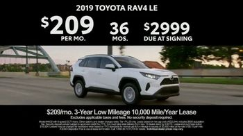 2019 Toyota RAV4 TV Spot, 'Redefined Compact SUV' [T2] - Thumbnail 9