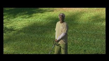 GEICO TV Spot, 'Landscaper Cuts Rival Baseball Logo into Customer's Grass' - Thumbnail 5