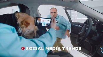 GEICO TV Spot, 'Introducing Smartdogs' - Thumbnail 6