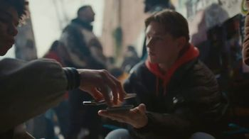 Samsung Galaxy S10 TV Spot, 'Wireless PowerShare' Song by Olly Anna - Thumbnail 6