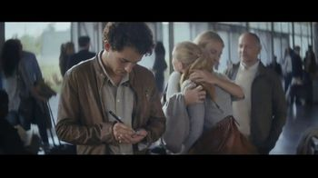 Extra Spearmint TV Spot, 'The Story of Sarah & Juan: Airport' - Thumbnail 5