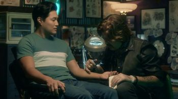 AT&T Wireless TV Spot, 'OK: Tattoo Parlor: Samsung Galaxy S9' - Thumbnail 3