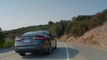 2019 Ford Fusion Hybrid TV Spot, 'Start the New Year Off in Style' [T2] - Thumbnail 3