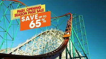 Six Flags Park Opening Season Pass Sale TV Spot, 'Hurricane Harbor' - Thumbnail 4