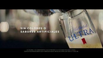 Michelob ULTRA TV Spot, 'Robots' con Maluma [Spanish] - Thumbnail 10