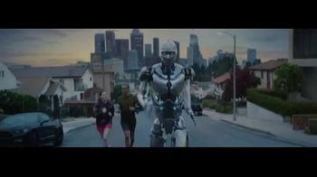 Michelob ULTRA TV Spot, 'Robots' con Maluma [Spanish] - Thumbnail 2