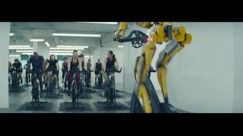 Michelob ULTRA TV Spot, 'Robots' con Maluma [Spanish] - Thumbnail 6