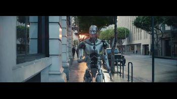 Michelob ULTRA TV Spot, 'Robots' con Maluma [Spanish] - Thumbnail 7
