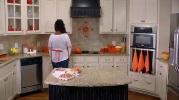 Reese's Peanut Butter Cups TV Spot, 'NCAA: Slam Dunk' Featuring Kemba Walker - Thumbnail 1