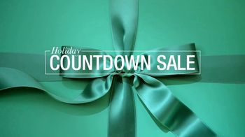 Macy's Holiday Countdown Sale TV Spot, 'Last-Minute Gifts' - Thumbnail 2