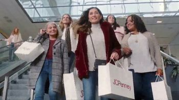 JCPenney TV Spot, 'Almost Christmas: Jewelry and Fitbit' Song by Redbone - Thumbnail 4