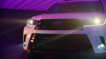 Toyota We Make It Easy Sales Event TV Spot, 'Highlander' [T2] - Thumbnail 1