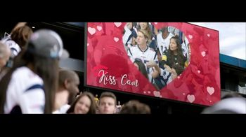 Head & Shoulders TV Spot, 'Headstrong: Kiss Cam' - Thumbnail 2