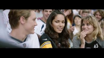 Head & Shoulders TV Spot, 'Headstrong: Kiss Cam' - Thumbnail 4